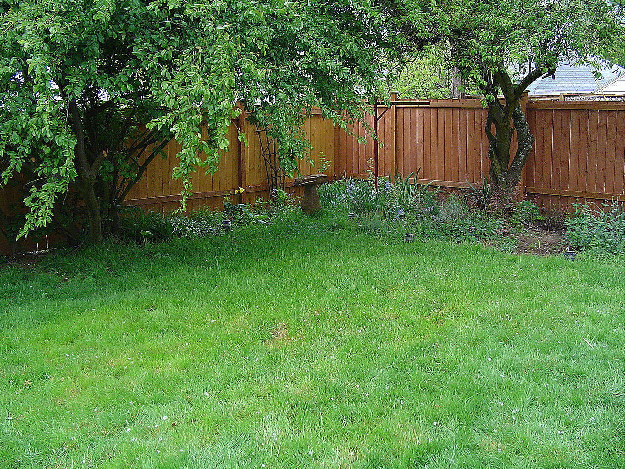 Fence Backyard Privacy :  built it Pretty easy I also had a chain link fence to deal with